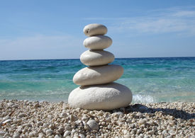 zen_style_stones_sea_cg8p50762c_th